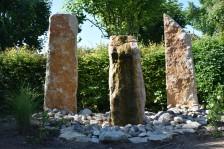Fontaine en pierres dans le jardin La vallée de Troy